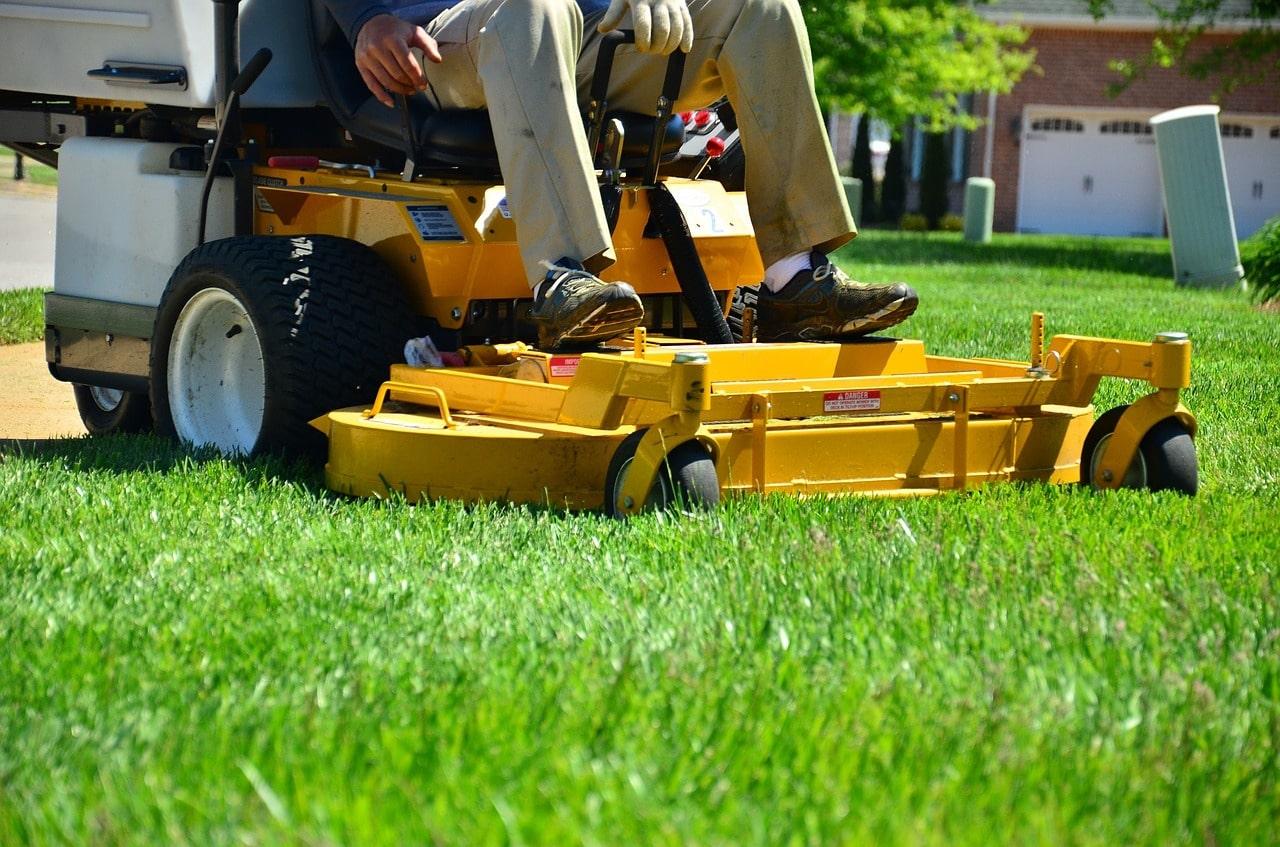 lawn-care-643559_1280